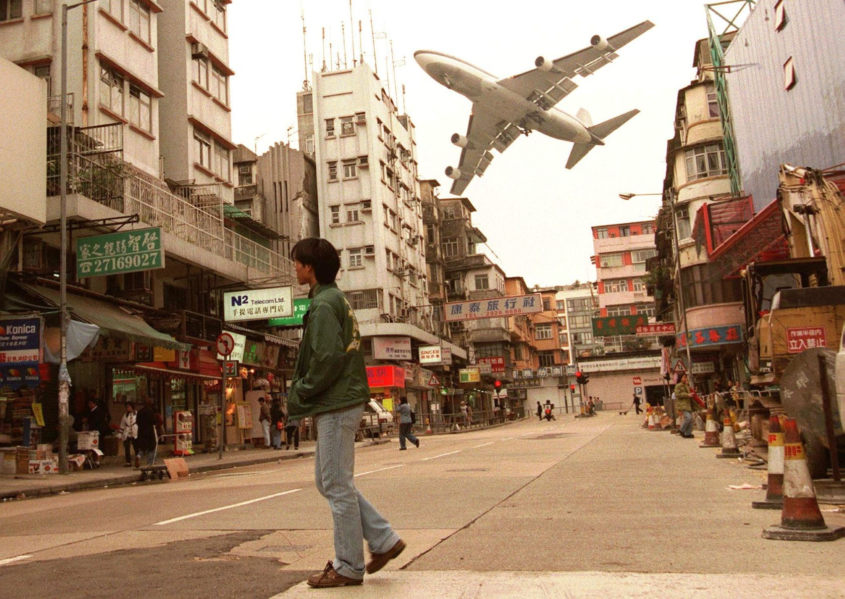 Before Hong Kong's old airport closed in 1998, it had just one runway, and airliners used to skim low over rooftops in hair-raising landings, 3 March 1998. (AP Photo/Vincent Yu)